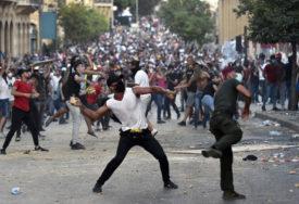 POŽAR, SUZAVAC, KAMENICE Ne smiruju se protesti, demonstranti žele da UNIŠTE VLADU