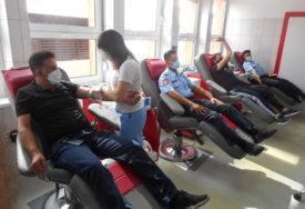 HUMANOST NA DJELU U akciji dobrovoljnog davanja krvi 108 policajaca (FOTO)