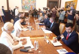 DAN JEDINSTVA, SLOGE I ZASTAVE Vučić i Dodik dogovorili zajednički praznik Srbije i Srpske (VIDEO, FOTO)