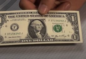 I dalje pada: Dolar NASTAVIO DA TONE nakon minule najgore nedjelje od maja