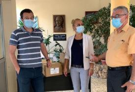 PODRŠKA U DOBA KORONE Bivša učenica donirala dezinfekciona sredstva školi u Banjaluci