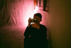 PROZOR PREDSTAVLJA LUKSUZ  Fotograf pokazao tužnu stvarnost i život u ŠEST KVADRATA (FOTO)