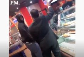 INCIDENT U PICERIJI Napravio haos jer jedan od kupaca nije imao masku (VIDEO)