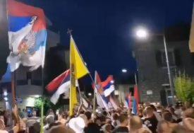 CRNOGORCI I VEČERAS NA ULICAMA Protesti u više gradova zbog spornog zakona (VIDEO)