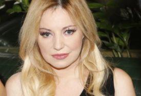 ZMIJSKI BIKINI RASPALIO MAŠTU Kakve atribute ima pjevačica koja je važila za najsmjerniju na estradi (FOTO)