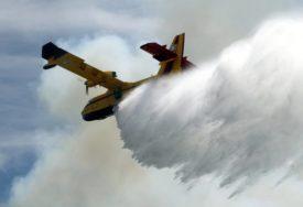 U GAŠENJE UKLJUČENI KANADERI Vatrogasci se bore sa požarima koje su izazvale MUNJE