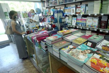 """Do sada isporučeno oko 10.000 knjiga: Fondacija """"Alek Kavčić"""" počela sa podjelom besplatnih štampanih udžbenika"""