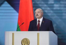 """""""OBOJENA REVOLUCIJA UZ PODRŠKU STRANOG FAKTORA"""" Lukašenko pozvao vojsku da čvrsto stane u odbranu zemlje"""