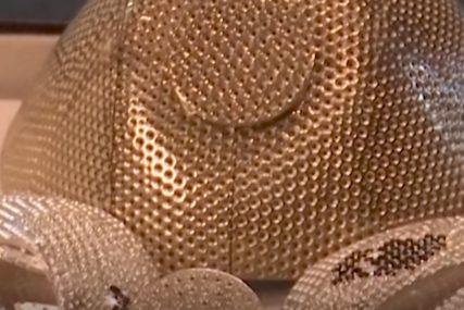 MASKA VRIJEDNA 1,5 MILIONA DOLARA Draguljar je pravi od zlata, prekrivenu dijamantima (VIDEO)