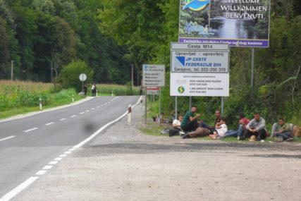 INTERVENISALA POLICIJA Migranti kratko blokirali saobraćaj na putu Novi Grad-Bosanska Otoka