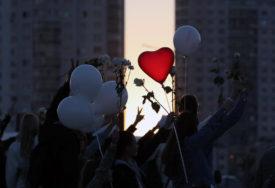 PODRŠKA PROTESTIMA Kod Ambasade Bjelorusije formirali LJUDSKI LANAC