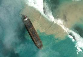 PRIJETI EKOLOŠKA KATASTROFA Francuska šalje pomoć nakon izlivanja nafte iz nasukanog tankera
