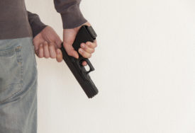 NAPAD U BANJALUCI Radnika brze pošte pokušao opljačkati MASKIRANI RAZBOJNIK