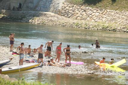 Za potpuniji ljetni užitak: Staze, klupe i ležaljke niču u Srpskim Toplicama, uz obalu Vrbasa