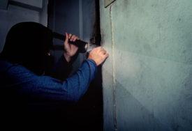 ZA SAT VREMENA RASVIJETLILI KRAĐU Uhapšen lopov koji je iz porodične kuće ukrao 1.000 KM
