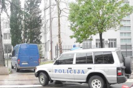 """Sumnjaju u nastavak rata klanova: Policija u Podgorici zaustavila """"golf"""" sa eksplozivom razorne moći"""