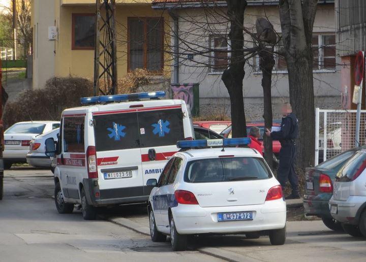 Komšije zatekle stravičan prizor: Muškarac pao sa zgrade, ostali tragovi krvi (VIDEO)