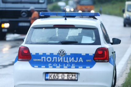 """Nađen """"bmw"""" ukraden na Ilidži: Automobil sa različitim tablicama bio parkiran u Bileći"""