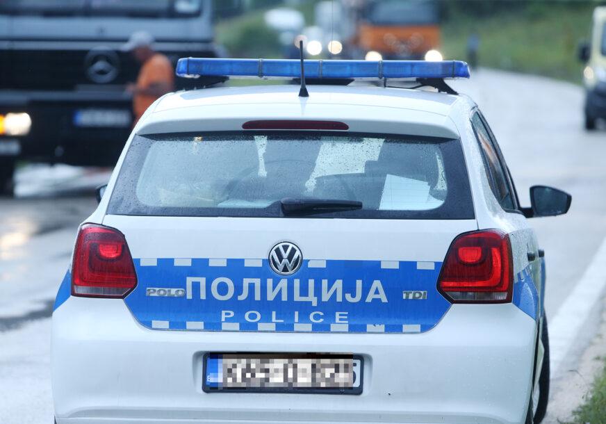 """Uhapšen nespretni lopov iz Laktaša: Ukrao """"mercedes"""" iz garaže, pa sletio sa puta"""