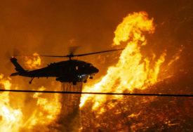 VATRA SE MUNJEVITO ŠIRI Veliki požar kod Los Anđelesa