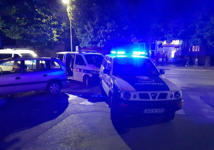 Krvava noć u Banjaluci: Konobarica gurnula mladića, pri padu glavom udario u ivičnjak
