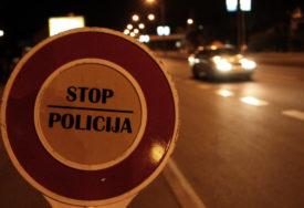 DIVLJANJE NA PUTU Vozio preko 200 na sat, policija ga isključila iz saobraćaja