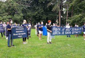 STRANAČKE ODBORE NAZVALI PO RIJEKAMA Protest Platforme za progres u Banjaluci (FOTO)