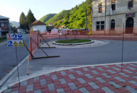 DOŠLO DO PRIVREMENOG ZASTOJA Nastavljeni radovi na spomeniku mira i fontani u Srebrenici