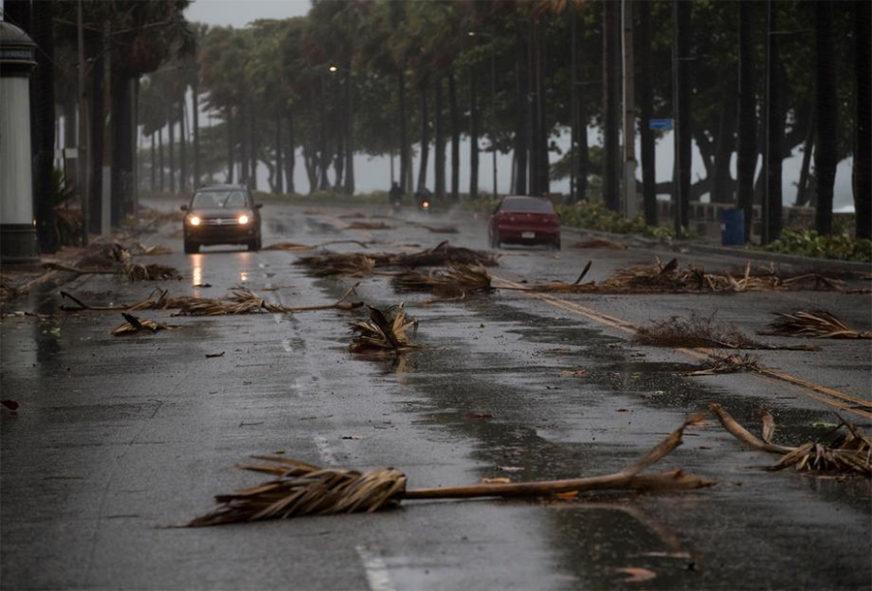 """""""ISAIJA"""" POGODIO BAHAME Florida uvela vanredno stanje u iščekivanju uragana"""