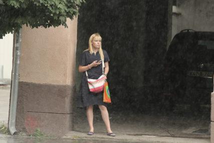 NIGDJE BEZ KIŠOBRANA U BiH oblačno sa pljuskovima i grmljavinom, pad temperature