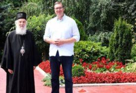 DOBIO SPECIJALAN POKLON Vučić razgovarao sa patrijarhom Irinejem