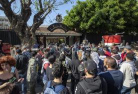 NAKON EKSPLOZIJE, PROTESTI U LIBANU Demonstranti pokušali ući u zgradu parlamenta, policija ISPALILA SUZAVAC