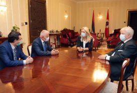"""""""SVIJETAO PRIMJER SOLIDARNOSTI"""" Cvijanovićeva razgovarala sa predsjednikom Odbora za pomoć Kosovu i Metohiji"""