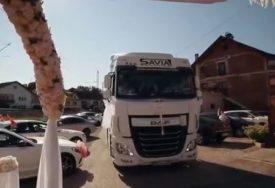 ĆANA KAMIONOM UPALA NA SVADBU Nastup pjevačice u Novom Gradu ZAPALIO društvene mreže (VIDEO)
