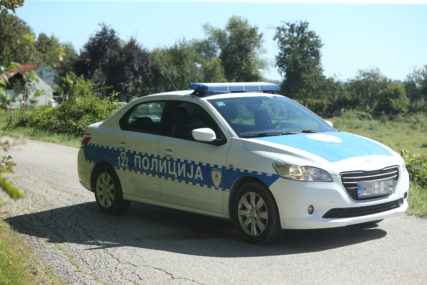 POLICIJA NA TERENU Saobraćajna nesreća u Banjaluci, sudarili se automobil i trotinet
