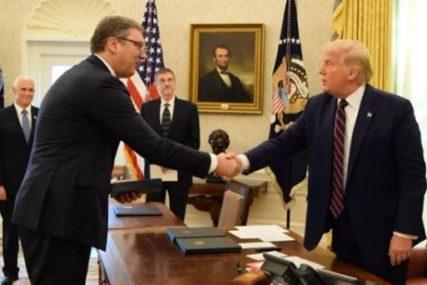 POKLON IMA VELIKU SIMBOLIKU Ovakav zlatnik je Tramp dobio od Vučića (FOTO)