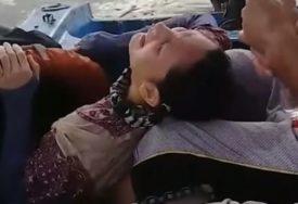 NESTALA PRIJE DVIJE GODINE Iscrpljenu ženu ribari našli kako PLUTA MOREM (VIDEO)