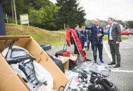 """NOVA OPREMA ZA RONIOCE Radojičić i Talić RK """"Delfin"""" uručili donaciju vrijednu 35.000 KM"""