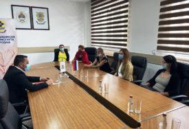 PODRŠKA RASTU NATALITETA Gradonačelnik Doboja uručio odluke o sufinansiranju postupka vantjelesne oplodnje (FOTO)