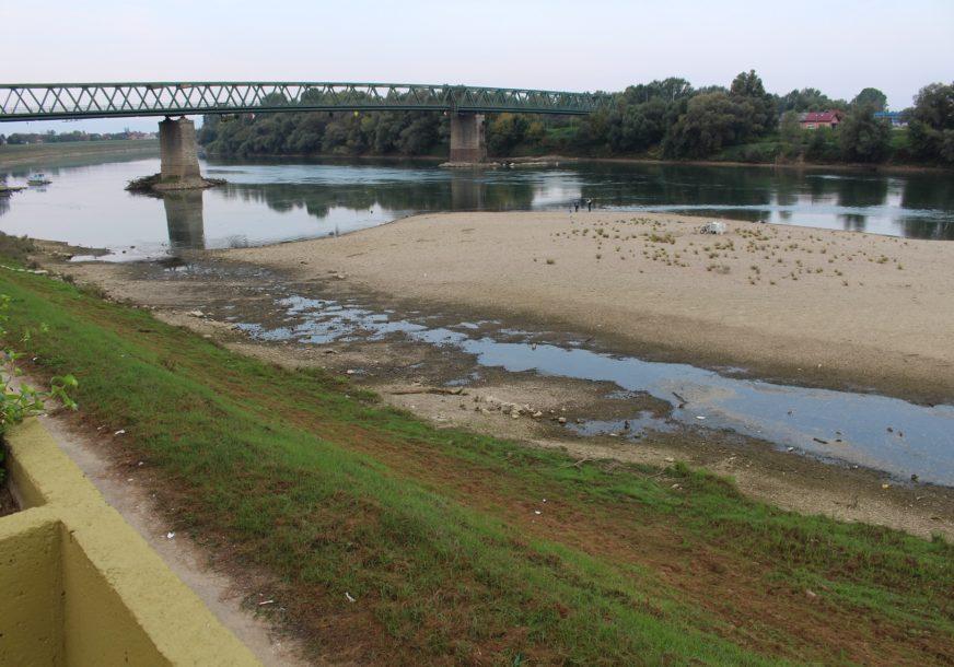 PRIRODNI FENOMEN KOJI SE RIJETKO POJAVLJUJE Ostrvo se ukazalo na sredini rijeke Save