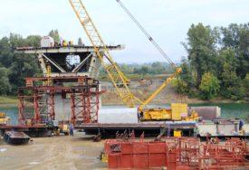 NEIMARI SA DVIJE OBALE SVE BLIŽI Napreduje izgradnja mosta na Savi kod Gradiške