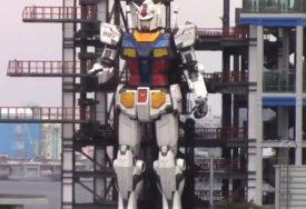 """GUNDAM"" POKAZAO SPOSOBNOSTI Robot visok 18 metara prošetao gradom (VIDEO)"