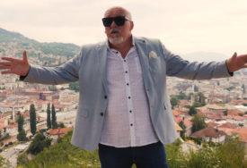 """Legenda narodne muzike PONOVO SNIMA: Vratio se na estradu hitom """"Sa Čaršije do Skadarlije"""" (VIDEO)"""