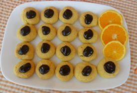 SAVRŠENI ZA TRENUTKE OPUŠTANJA Keksići sa narandžom i čokoladom odlično idu uz kafu