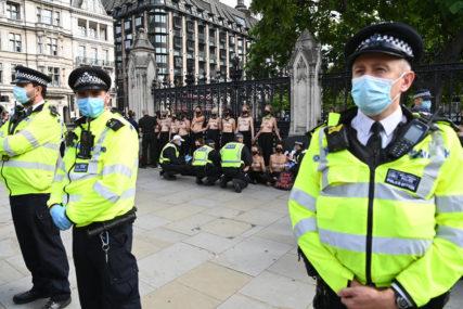 """BUKNULI ANTIKORONA PROTESTI London pooštrio mjere, od ponoći prešao na nivo """"VISOKOG RIZIKA"""""""