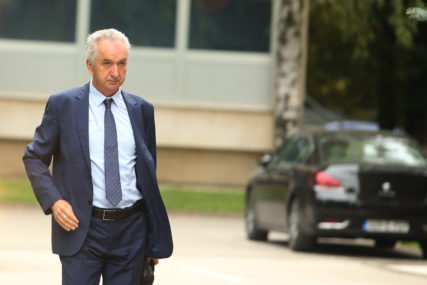 ŠAROVIĆ POZITIVAN NA KORONA VIRUS Predsjednik SDS izostao sa sastanka sa Boreljem