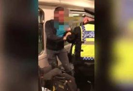 DRAMA U METROU Policajac prišao putniku bez maske i nastao je haos (VIDEO)
