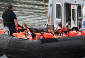 SUKOB EKSTREMISTA SA POLICIJOM Rasisti iz Engleske nezadovoljni prilivom migranata