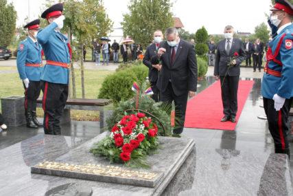 OBILJEŽENO 13 GODINA OD SMRTI MILANA JELIĆA Cvijeće na grob položila porodica i predsjednik Vlade RS