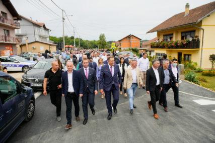 """""""GRADSKA VLAST RADI DOBAR POSAO"""" Dodik i Radojičić otvorili novoizgrađeni dio puta u Šargovcu"""